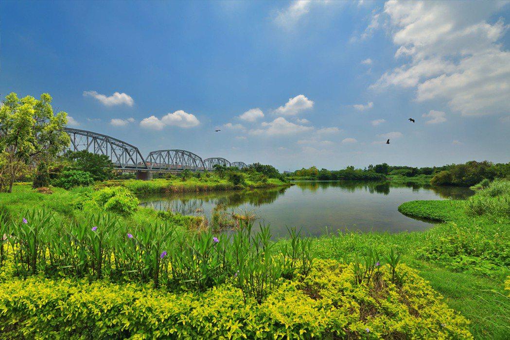 舊鐵橋溼地公園。圖片提供/峻葳建設