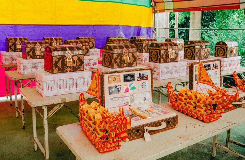 慈雲寶塔推出代拜服務,設計「天國旅行箱」,幫民眾準備祭品,放在有質感的名牌手提包內,讓祭品擺放整齊又美觀。圖/慈雲寶塔提供