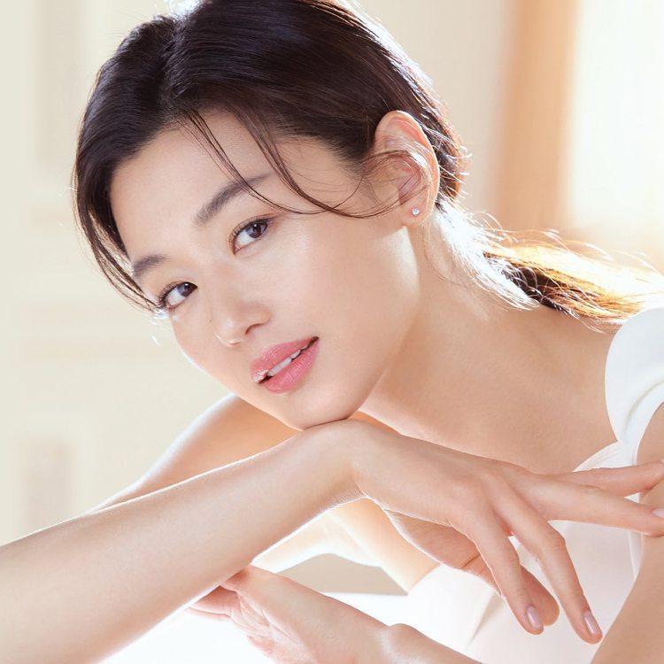 全智賢成為韓系美妝品牌su:m37º的代言人。圖/摘自su:m37º IG