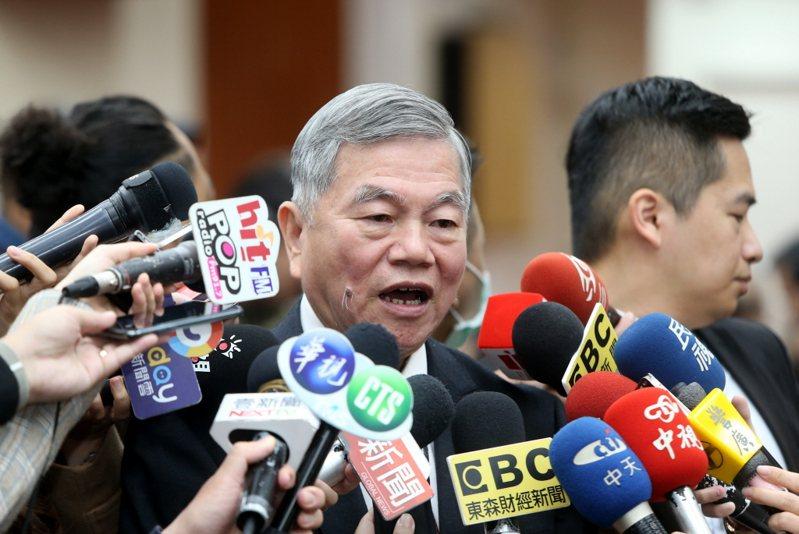 新冠肺炎疫情發展瞬息萬變,國家通訊社報導指「口罩國家隊」打響台灣製造名聲,穿針引線的經濟部長沈榮津功不可沒。本報資料照片