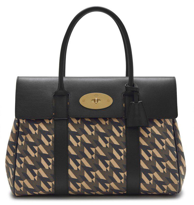M系列黑色女款Bayswater Heritage手袋,售價35,100元。圖/...