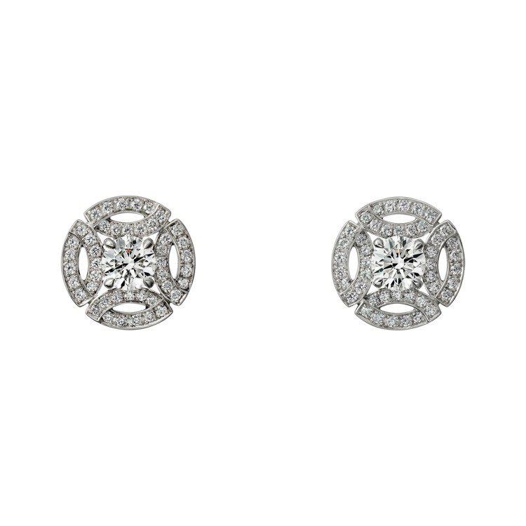 梅根曾於婚禮上配戴的卡地亞Galanterie de Cartier系列鑽石耳環...