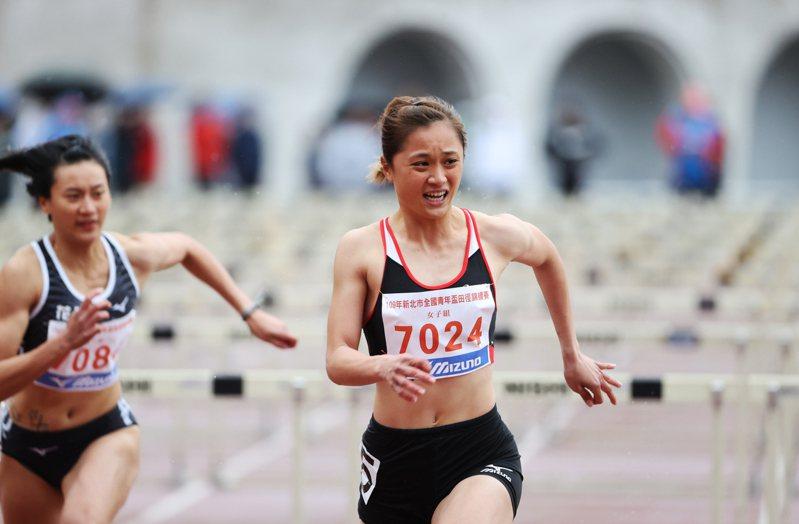 林詩亭在青年盃女子100公尺跨欄決賽跑出13秒31佳績摘金。圖/中華民國田徑協會提供