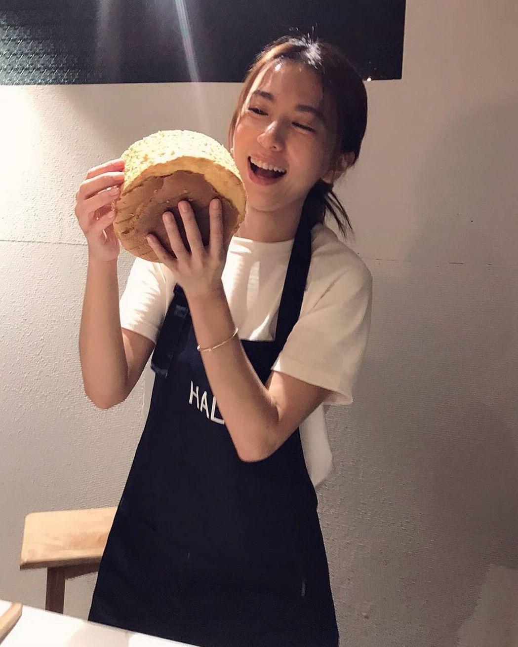 田馥甄終於圓夢學做蛋糕,笑虧自己是「土豪」風格。圖/摘自IG