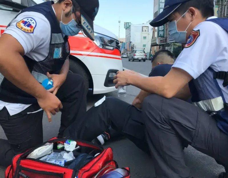 高雄李姓男子屢次自稱胸痛等理由要送醫,撥打119找消防救護車前來,但每次都在醫院檢查時,趁隙偷跑出院外。圖為消防員出勤示意圖。圖/本報資料照