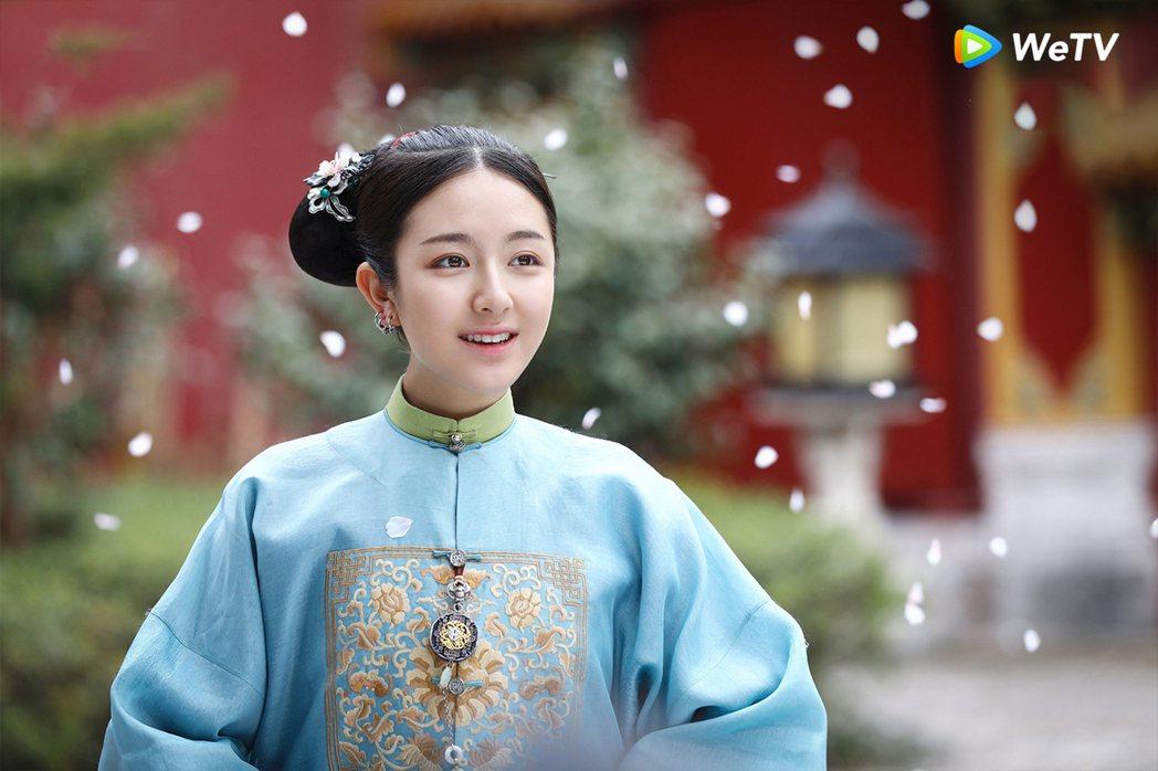 李蘭迪主演穿越網劇「夢迴」的扮相,一度被指神似「延禧攻略」中的秦嵐飾演的富察皇后