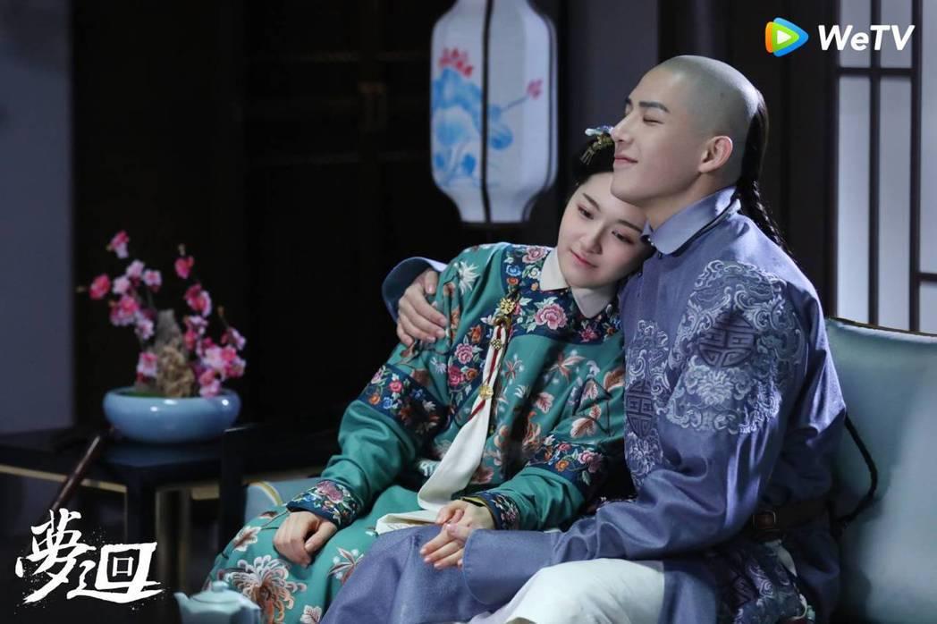 李蘭迪(左)、王安宇主演宮廷網劇「夢迴」。圖/WeTV提供