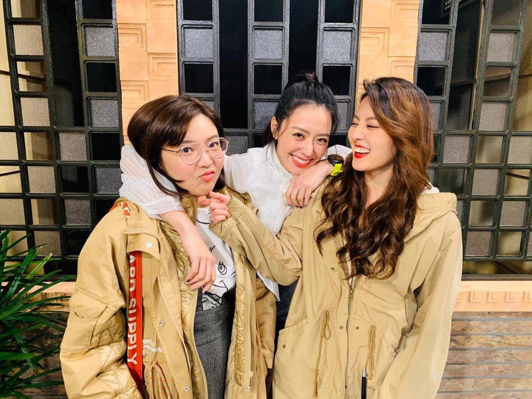 娃娃張幼楒(左起)、宋城希、顏曉筠因演出「有家雜貨店」培養出好情誼。圖/東風提供