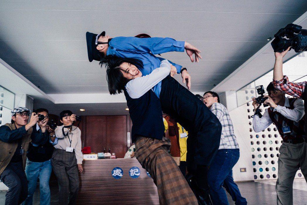 「逃出立法院」預計4月17日上映。圖/華映提供