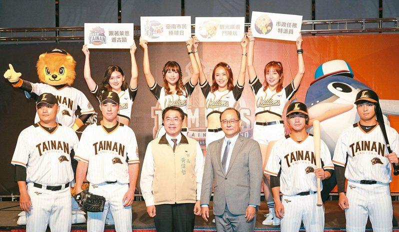 統一獅隊今天發表台南主場假日限定球衣,胸前繡上「TAINAN」的台南英文字樣。 記者蘇志畬/攝影