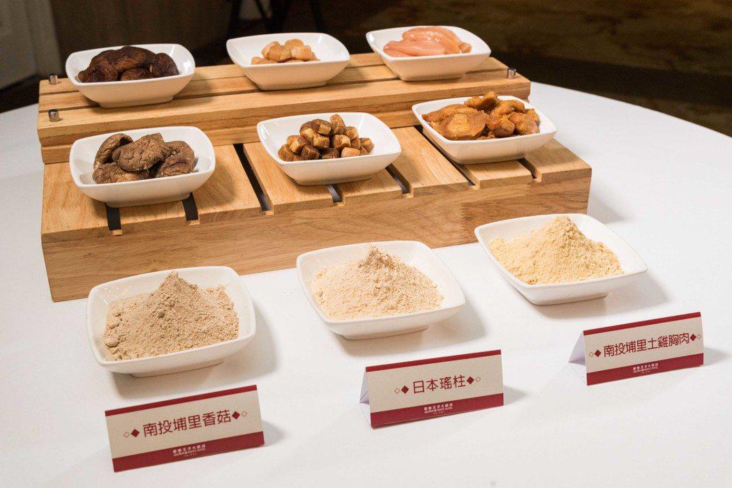 九華樓獨家天然自製調味粉,「南投埔里香菇」、「日本瑤柱」、「南投埔里土雞胸肉」。...