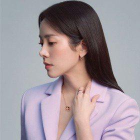 如此耀眼!韓志旼為珠寶品牌拍攝畫報,用「白色優雅」詮釋穿越時空也不變的美
