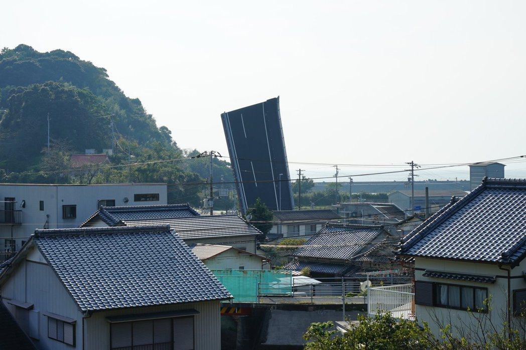 手結港可動橋從遠處看起來相當吸睛。 圖擷自@gachaps