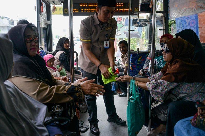 印尼並不是唯一被懷疑檢驗量不足而導致確診數失真的國家。圖攝於3月5日,印尼。 圖/法新社