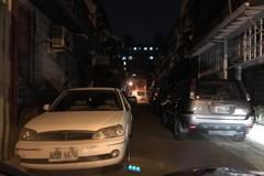 車主巷子停兩邊封路不願移車 警察撂話:每兩小時開一次單