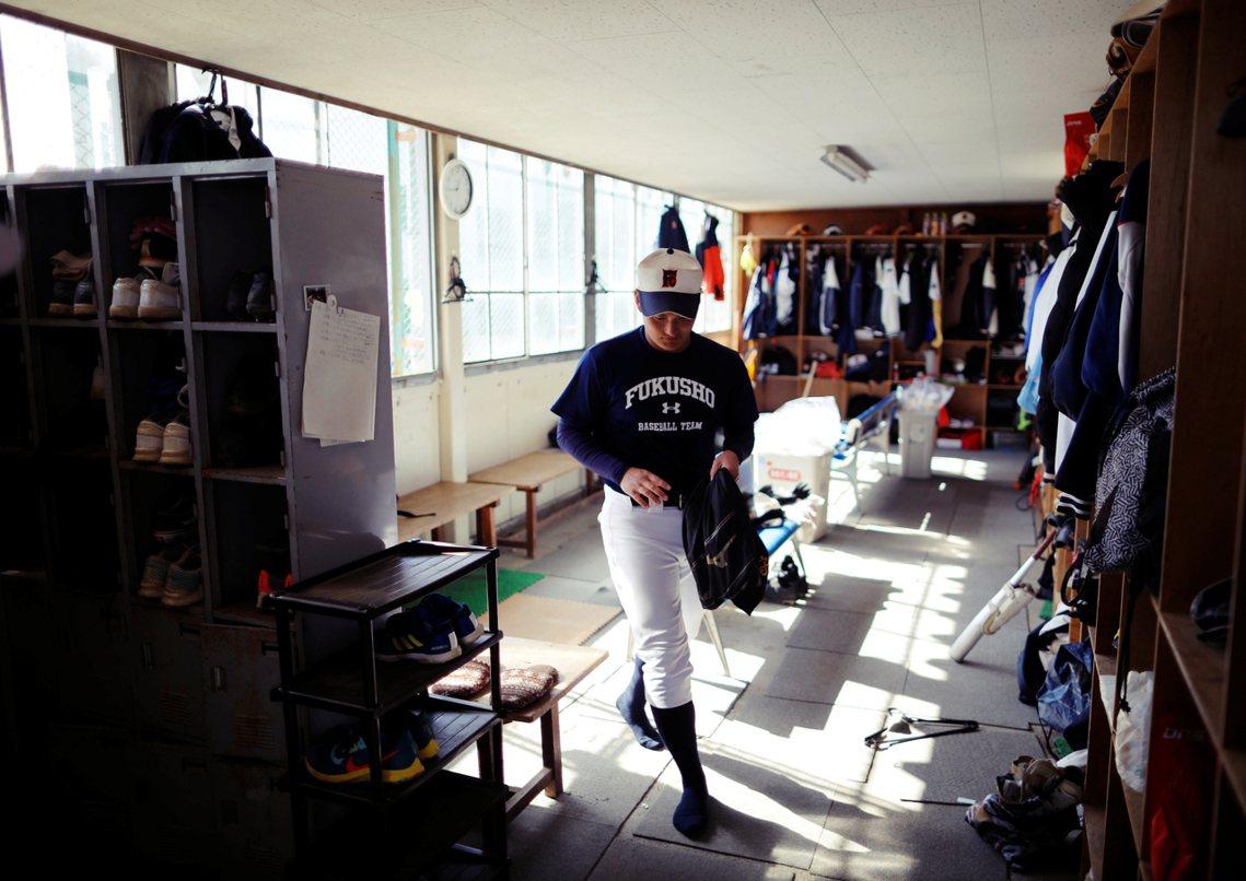 福島商高的棒球隊投手:現年18歲的大內良真,去年曾參加了夏季甲子園比賽。9年前,...