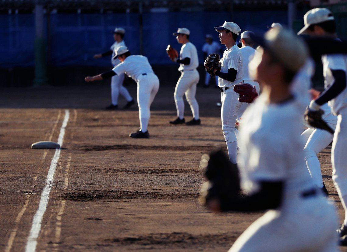 圖為福島商高的棒球隊。在大內良真的帶領下,持續為甲子園比賽進行練習。雖然沒有打進...