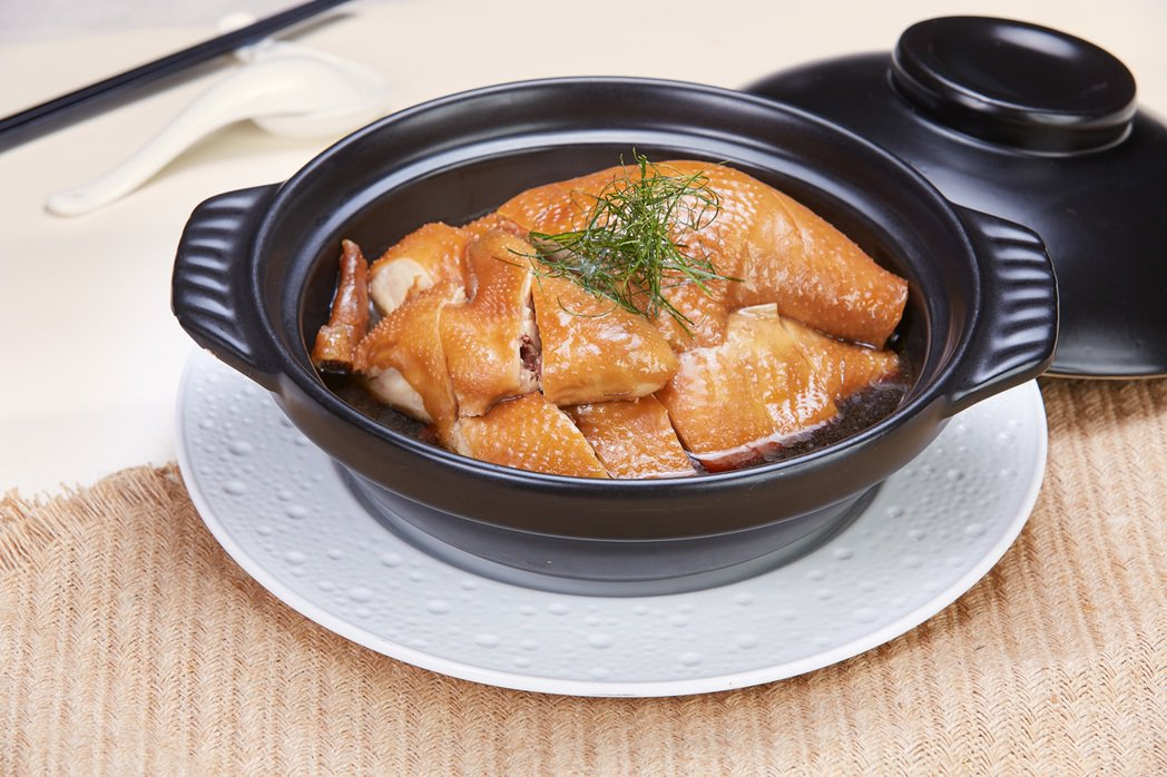 11星燒臘天王專攻「沒吃過的燒臘」 「檸葉魚露雞」入口驚奇。 國賓飯店/提供