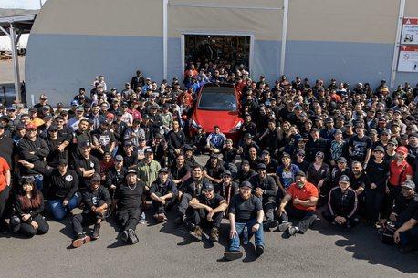 Elon Musk宣布特斯拉第100萬輛新車下線!照片還透露玄機