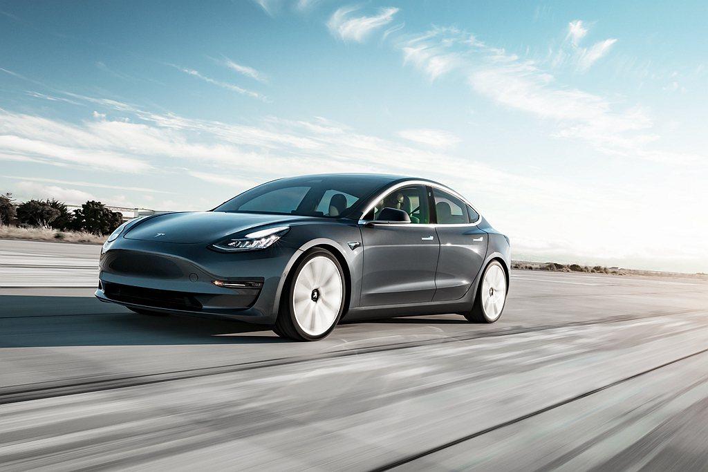 特斯拉Model 3自2017年7月開始量產以來,全球累積銷售超過45萬輛成績並...