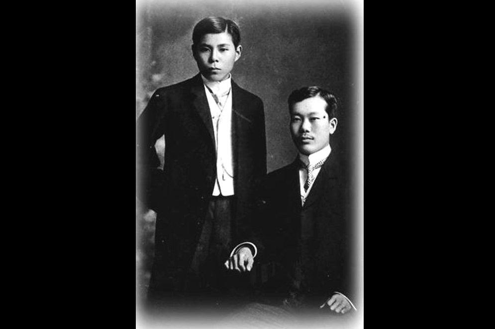 左為年輕時的彊柢,右為潘佩珠。 圖/維基共享