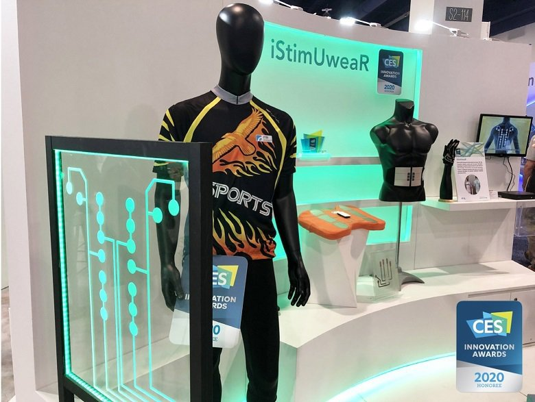 「iStimUweaR複合式智能穿戴系統」直接透過穿著衣物給予低週波微電刺激,提供所需之個人化肌力促進與疼痛舒緩,是一件可以穿著走的舒緩疼痛好幫手。
