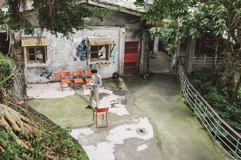 居住者根據各自需求在建築空間外增加設備,在林思駿的眼中,成了形塑台北城市空間故事感和生活感的來源。 攝影-Liszt Chang