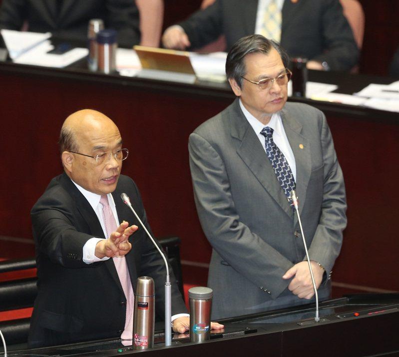 行政院長蘇貞昌(左)和陸委會主委陳明通。記者曾吉松/攝影