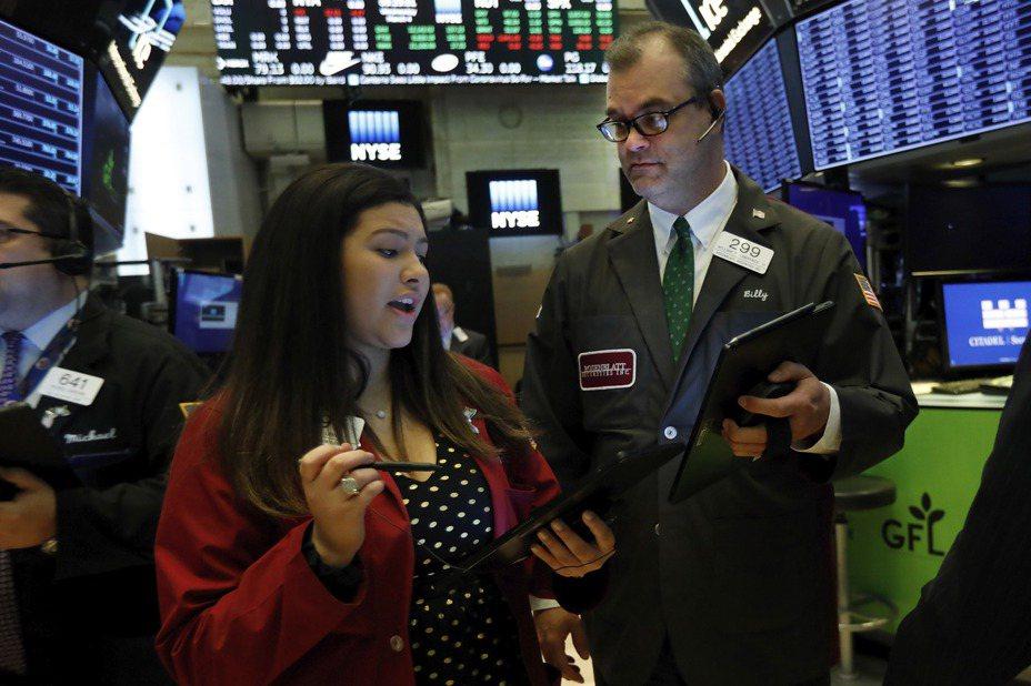 過去一周市場動盪,但ETF數據顯示,散戶積極搶進。(圖/美聯社)