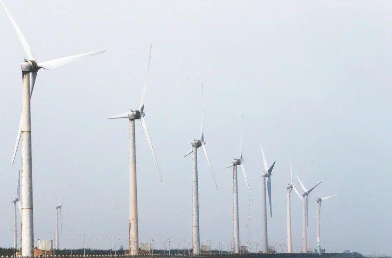 推動能源轉型,多個離岸風電計畫案正在施工或排隊通過環評。本報資料照片