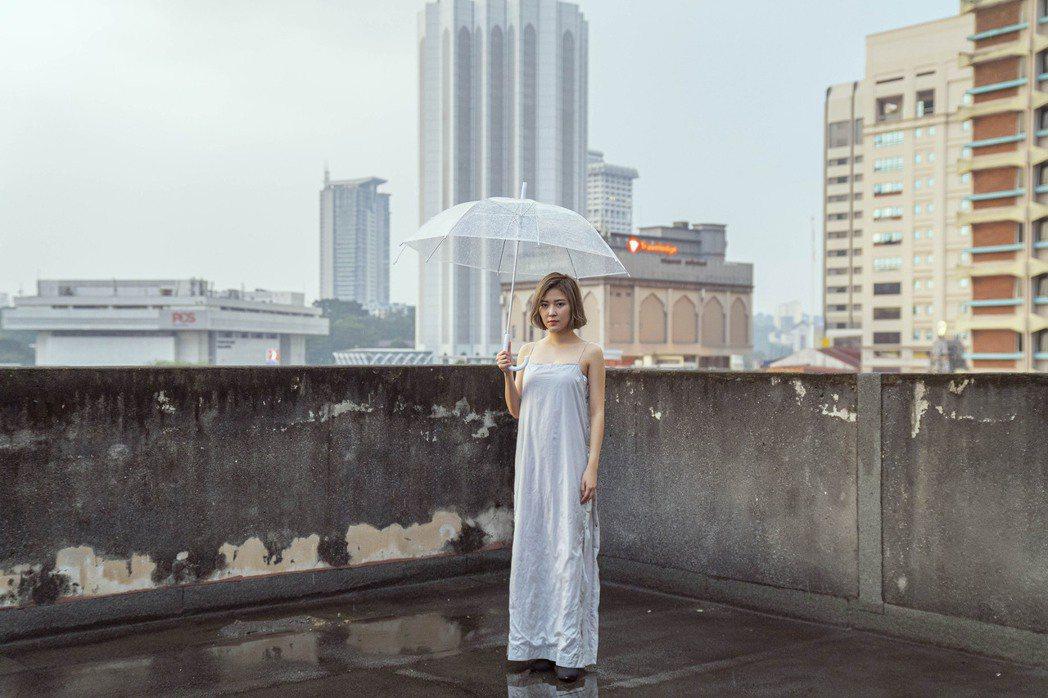 大馬歌手傅健穎推出創作新歌「領空」。圖/小品娛樂提供