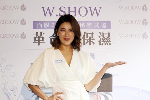 小禎中午出席保養品「W.SHOW」活動。