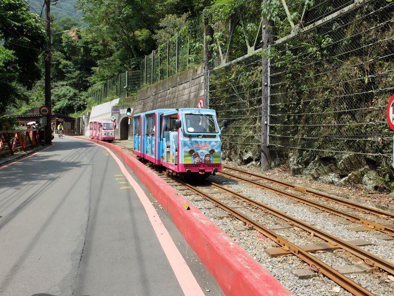在觀光產業蓬勃發展下,台灣僅存的烏來台車約1.5公里長路線就此保留下來。圖/烏來林業生活館提供