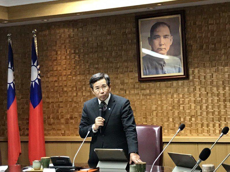 教育部長潘文忠今天主持部務會報,提醒各單位加緊防疫工作。記者潘乃欣/攝影