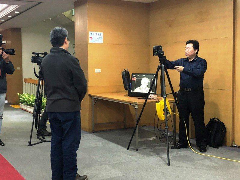 行政院在院區內的新聞中心設置紅外線熱像測溫儀。記者賴于榛/攝影