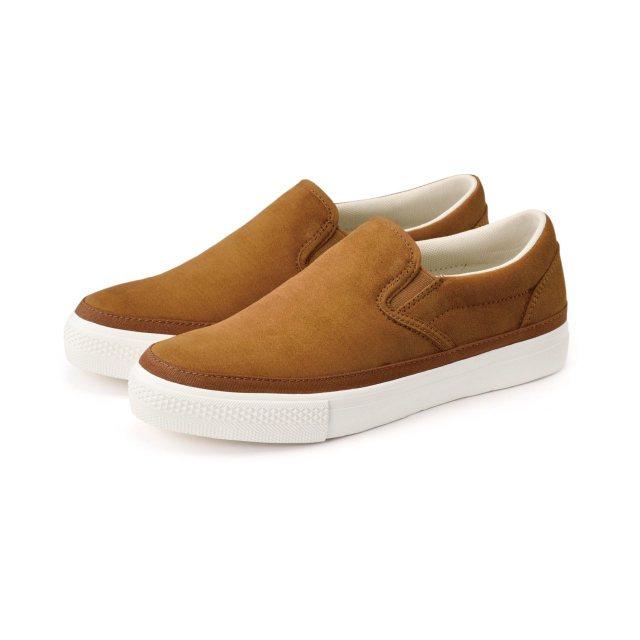 起毛加工聚酯纖維舒適基本便鞋價值990元,特價299元。圖/新光三越提供