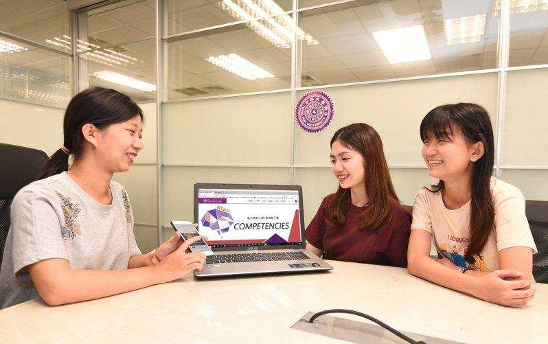 清華大學「讓素養飛」題庫今年新增物理、化學題,供高中生免費下載。圖/國立清華大學提供