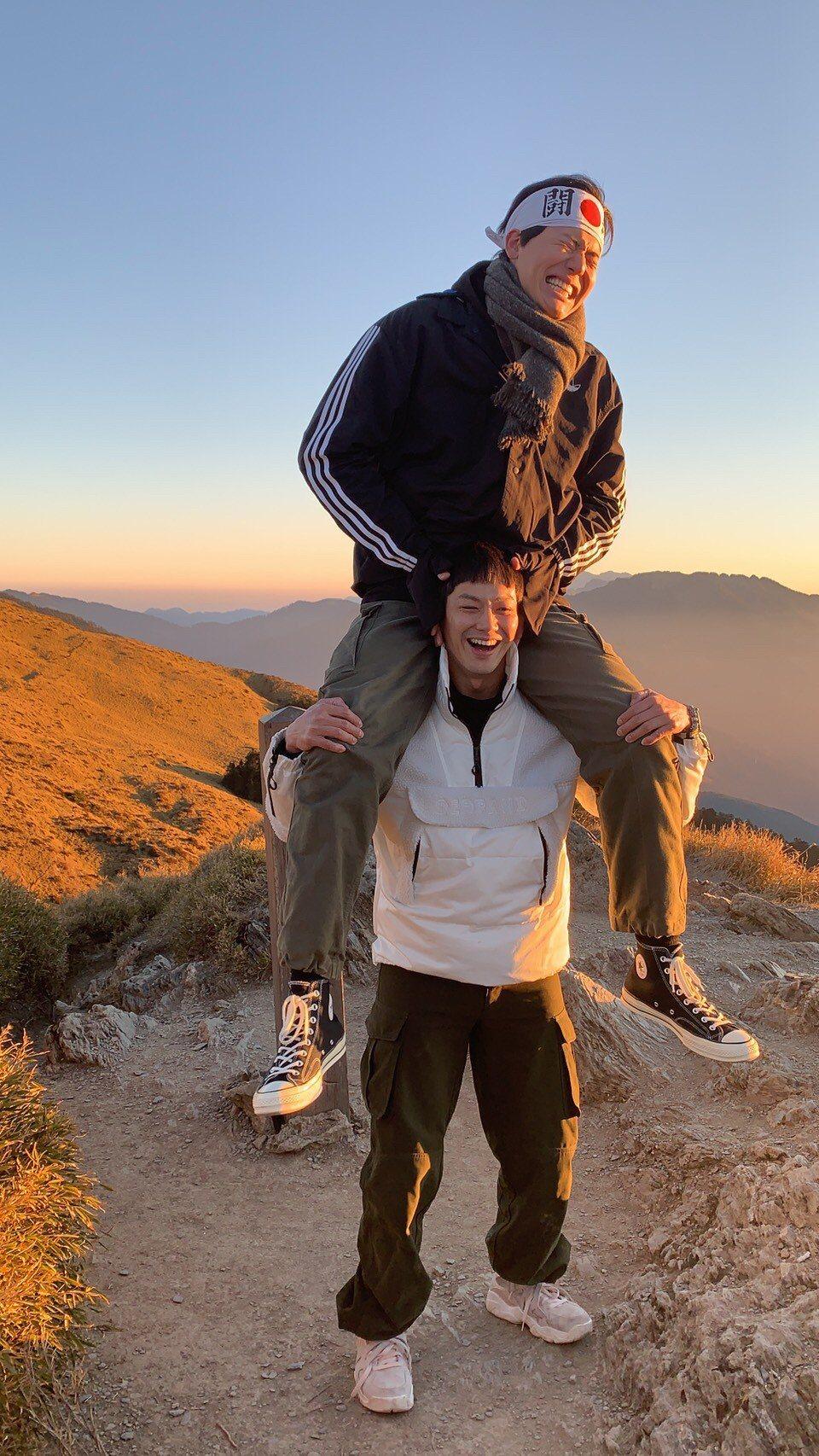 威廉(下)和風田未戰玉山前,先攻合歡山來測試自己的體能。圖/TVBS提供
