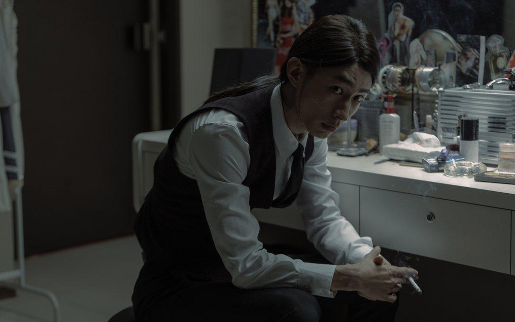 黃河(左)在「誰是被害者」戲中飾演酒店少爺。圖/Netflix提供