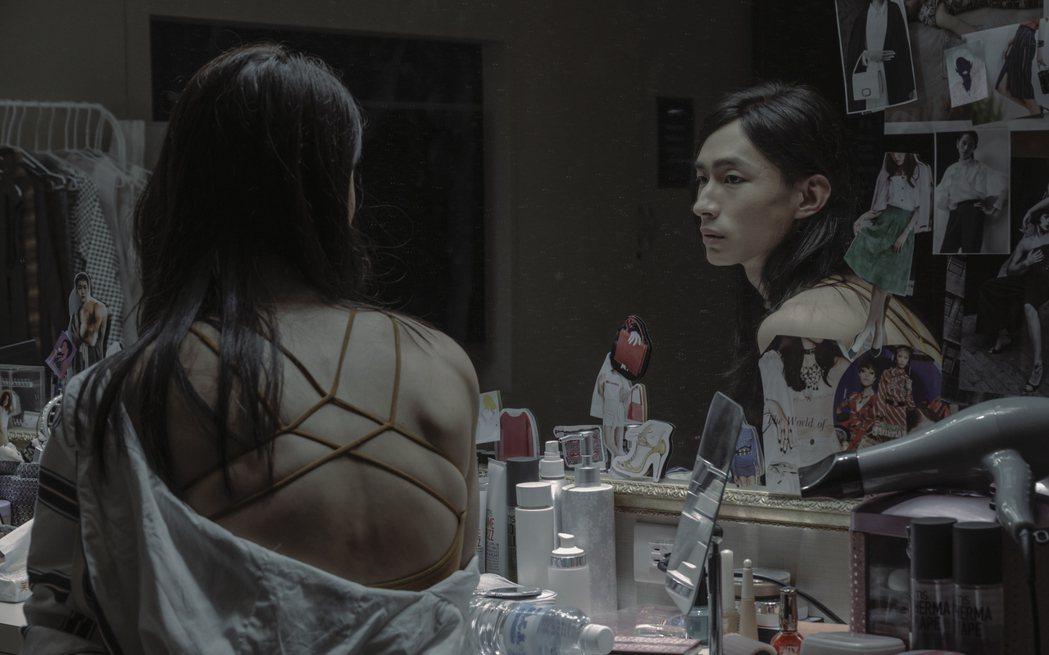 黃河在「誰是被害者」詮釋跨性別角色,男兒身女兒心,戲中也有女裝扮相。圖/Netf