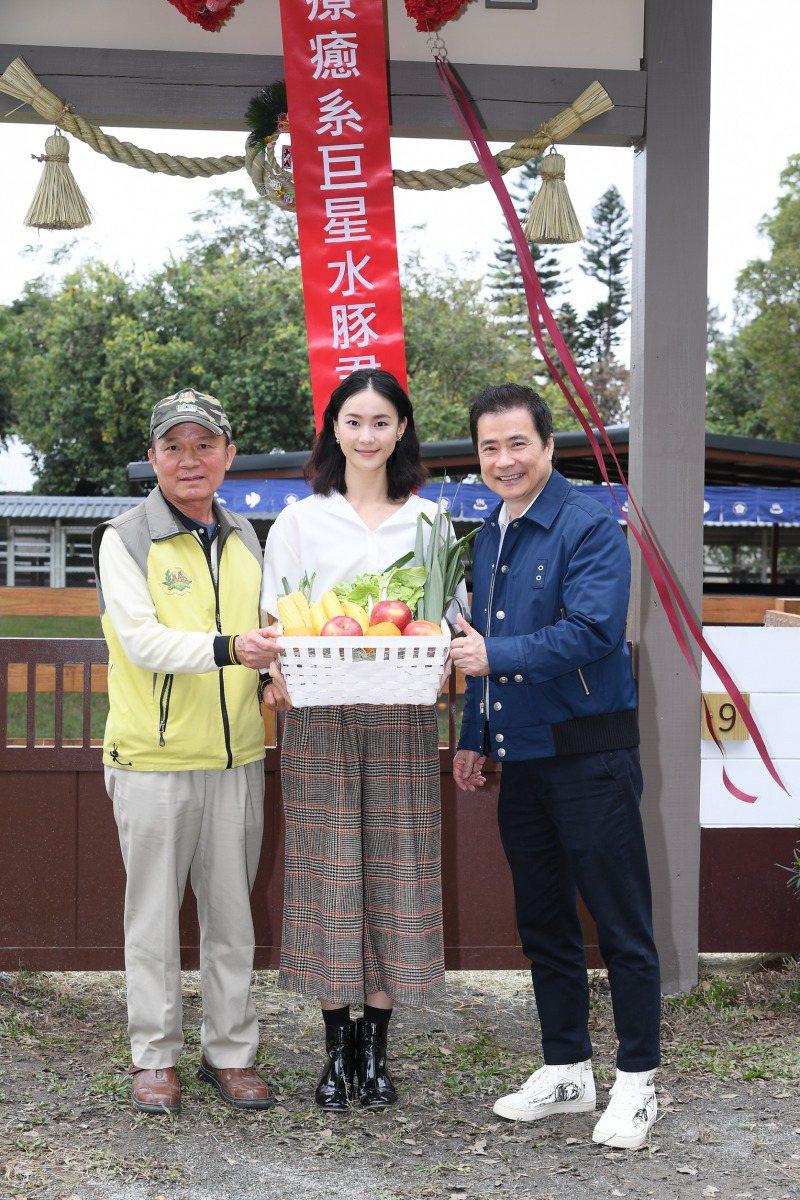 張榮華(右)當時埔心農場做活動就和「頑皮世界」李英俊副總(左)一起合作,女星鍾瑤