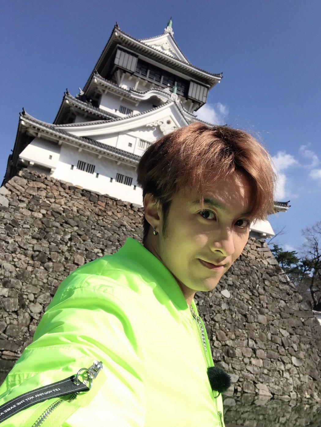 張雁名受邀擔任日本北九州觀光推廣員,日前赴小倉城拍攝影片。圖/伊林娛樂提供