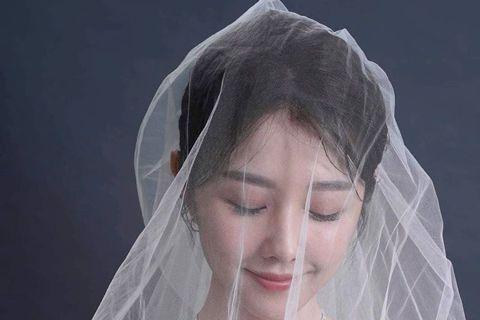 30歲的邵雨薇出道以來桃花極旺,11日無預警地在臉書Po出婚紗照,發文說:「我以為,幸福,是成為對方心中最特別的人。後來發現,幸福,是快樂傷心都不願離開妳的人。我們不一定最特別,但我們一定有機會得到...