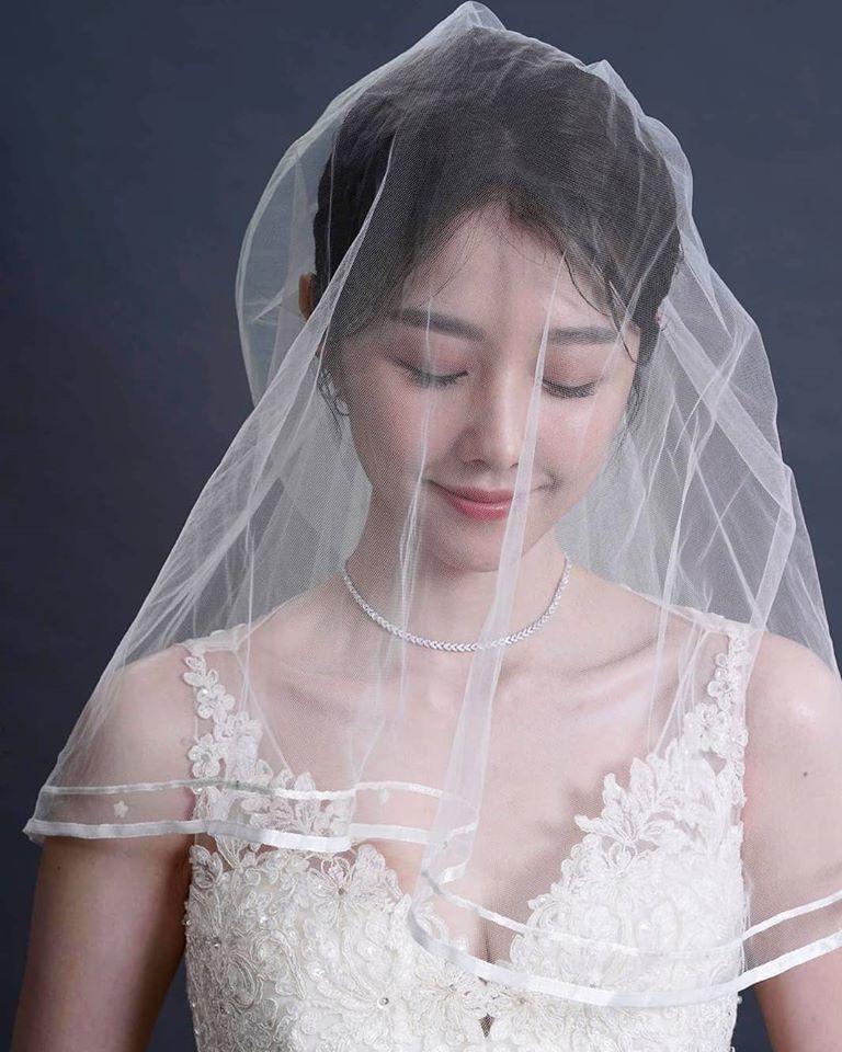 邵雨薇無預警地分享婚紗照。圖/摘自臉書