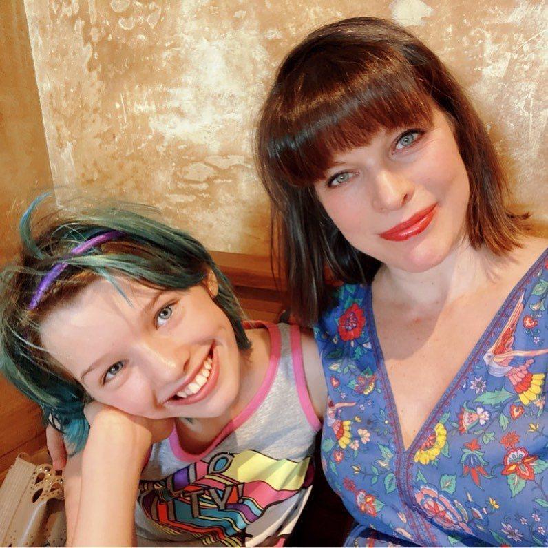 蜜拉喬娃薇琪的女兒艾薇將要成為迪士尼新片女主角。圖/摘自Instagram