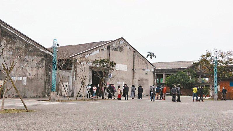 新冠肺炎疫情一旦大爆發,宜蘭縣政府為避免群聚感染風險,必須分區辦公,將挪一半人力到第二辦公處所中興文創園區。 記者戴永華/攝影