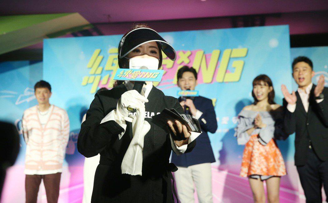 由林暐恆(阿KEN)導演的電影《練愛iNG》舉行首映會,演員紀培慧、 彭小刀、陳