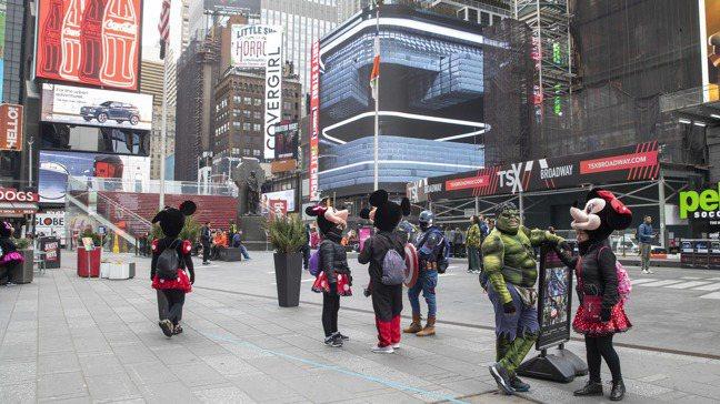 向來人潮絡繹不絕的紐約時報廣場,近來也因新冠肺炎疫情在美國迅速擴散而變得冷冷清清...