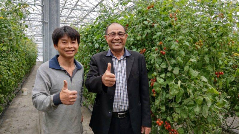 滿腦子都是美麗詩詞意境的賴志昇(左)捨棄百萬科技業高薪,返鄉從事友善耕種,連農會...