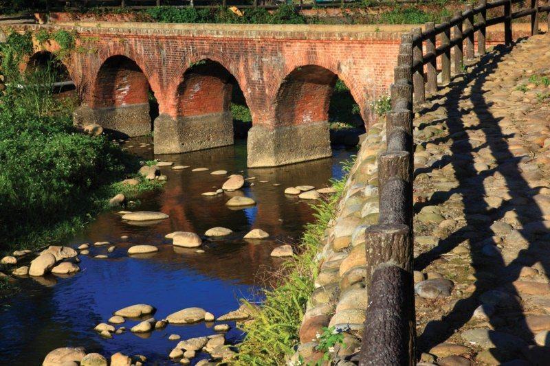 桃園市龍潭景點一路玩,大平紅橋。 圖/市府觀旅局 提供